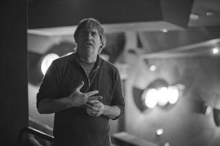 Marc Bonny dans la cabine de projection de la grande salle du Comoedia