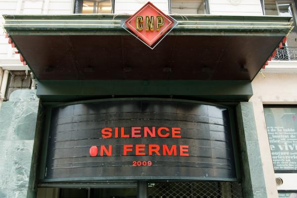 Silence on ferme